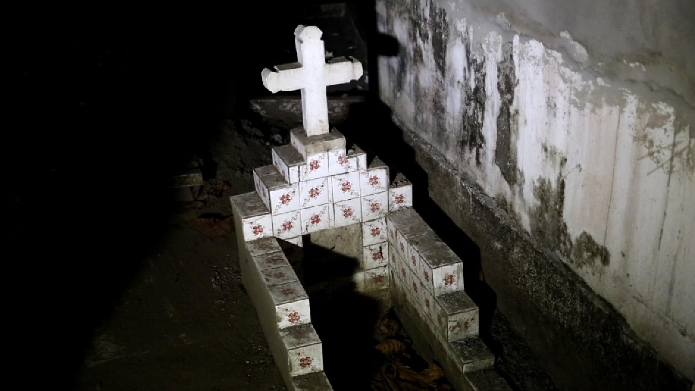 4y2a8390-grave